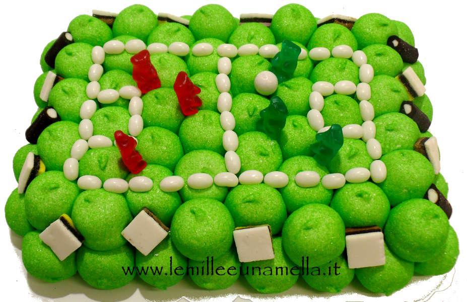 torta di caramelle e marshmallow a forma di campo da calcio per compleanno, vendita online Le Mille e una Mella