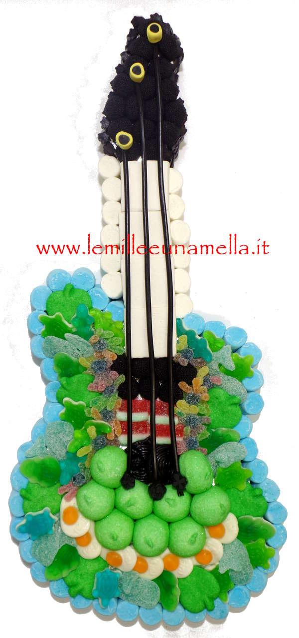 torta di caramelle e marshmallow a forma di chitarra per compleanno, vendita online Le Mille e una Mella
