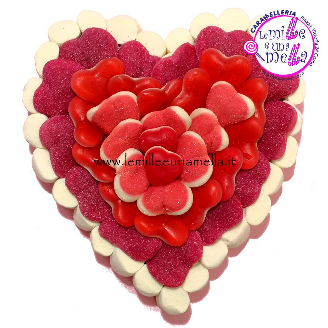 torta di caramelle e marshmallow a forma di cuore per anniversario, San Valentino, vendita online Le Mille e una Mella